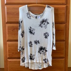 H&M Divided White & Black Floral Knit Sweater
